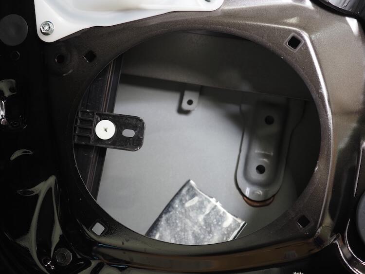 レクサスLS500hの純正フロントドアスピーカーを取り外し