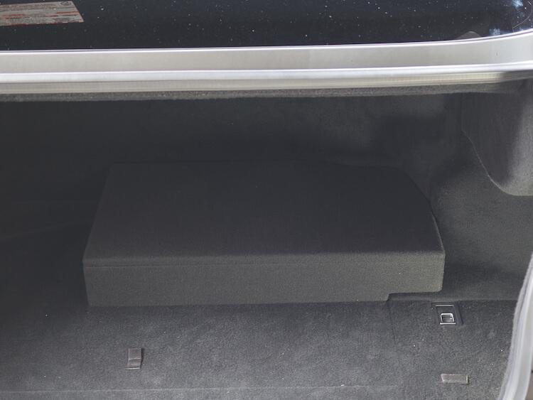 レクサスLS500hのトランクにヘリックスのアンプ内蔵DSPの取り付けとロックフォードのアンプを取り付け