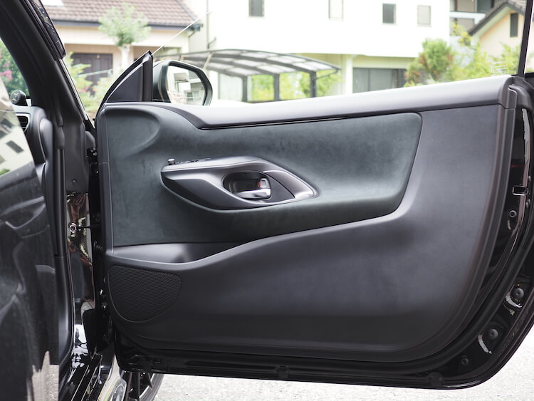 トヨタGRヤリスのドアスピーカーを交換