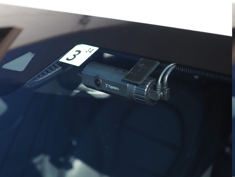 メルセデスベンツにユピテルのドライブレコーダーを取り付け