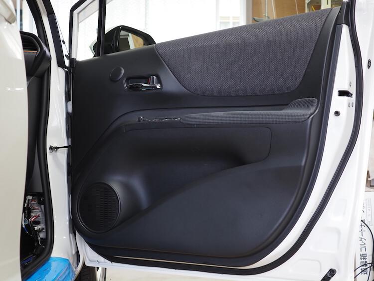 トヨタシエンタのフロントドア内張