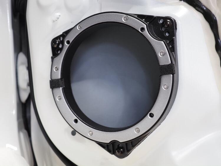 トヨタシエンタのドアにカロッツェリアの鉄製インナーバッフルを取り付け