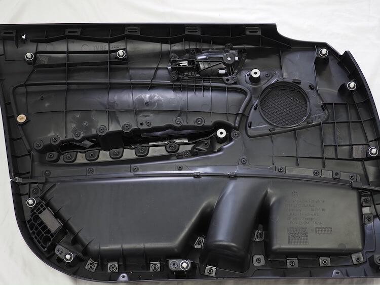 BMW118iのドア内張をデッドニング