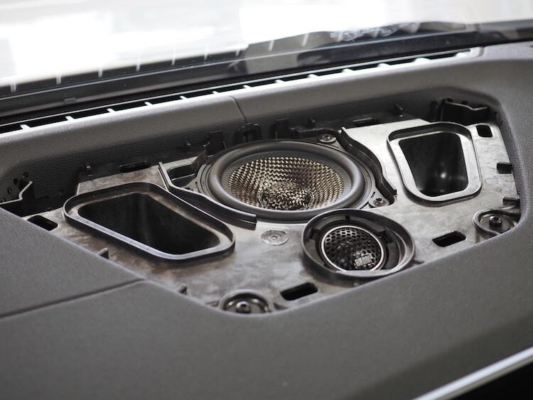 BMW M440iのセンタースピーカーをブラムのスピーカーに交換