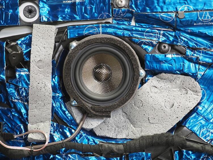 BMWM440iのドアにブラムのスピーカーを取り付け