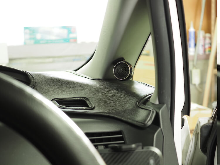 トヨタエスティマのピラーに取り付けられているケンウッドのツィーター