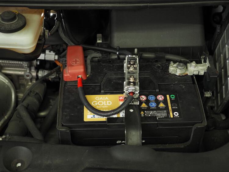 トヨタエスティマのバッテリーから電源を取り出し