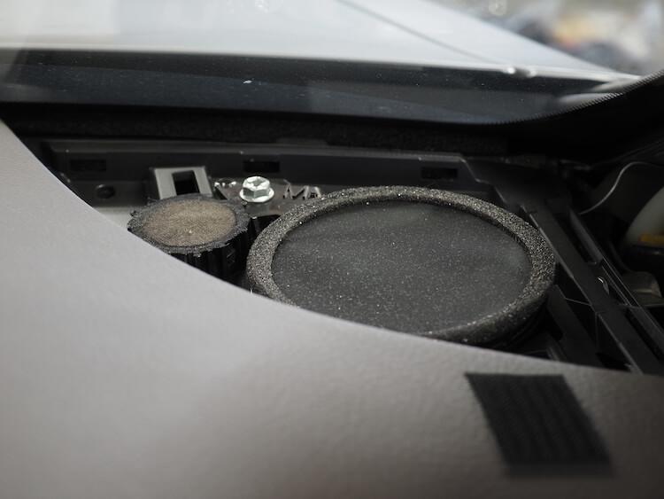 レクサスLS600hのダッシュボードスピーカー